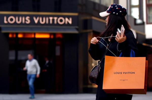 担心中国人不买 LV和Gucci 母公司LVMH和Kering 带领奢侈品和高端消费股崩盘