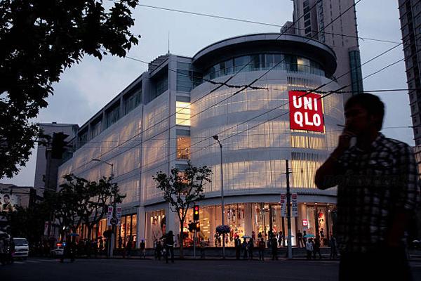 "Uniqlo优衣库成为中国中产阶级""国民品牌"" 唯日本需求疲软 母公司迅销一季度盈利倒退 重申全年展望刺激股价上升6%"