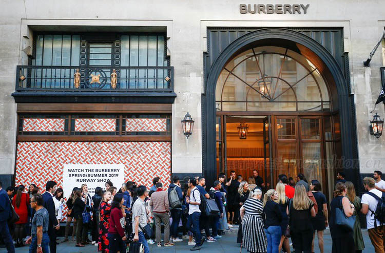 Burberry中期同店销售增3%符合预期