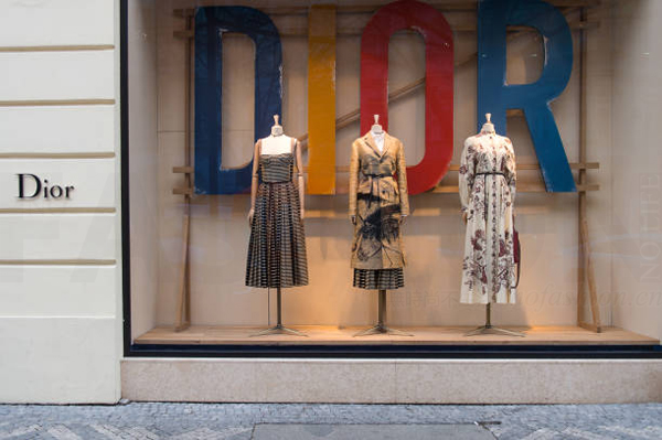 Dior 迪奥设计师Maria Grazia Chiuri 讽刺instagram社交媒体年轻一代买不起高定
