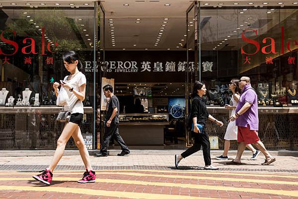 投资者不满英皇珠宝钟表18亿巨资买铺关联交易 股价重挫两成