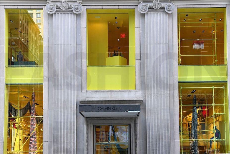 Raf Simons下台后Calvin Klein斥1.2亿美元重组 曼哈顿旗舰店将结业 母企PVH上调全年盈利预期