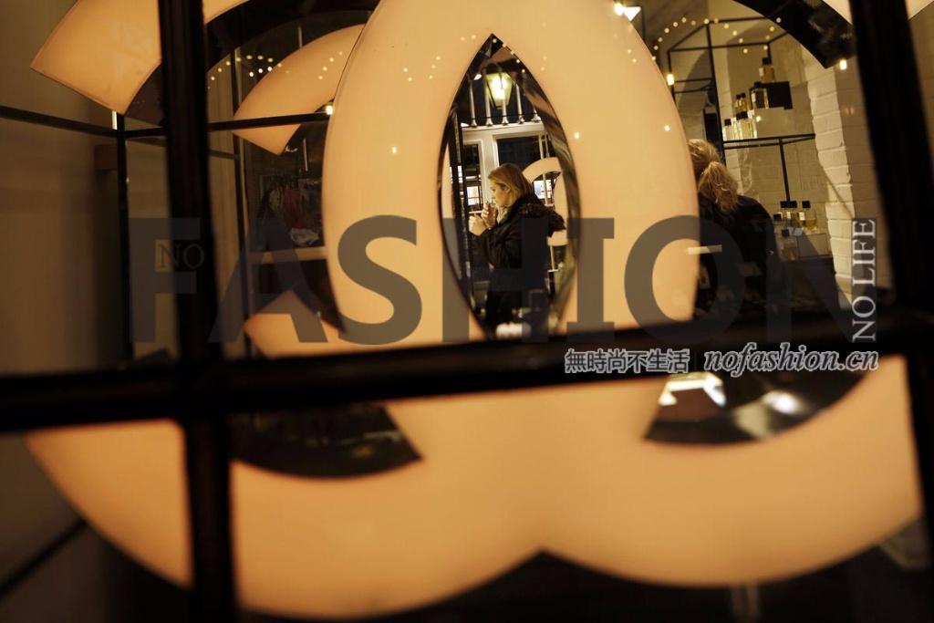 越降价越卖不掉 财务神秘的Chanel香奈儿可能是表现最差的超级奢侈品牌 2015年收入暴跌17%