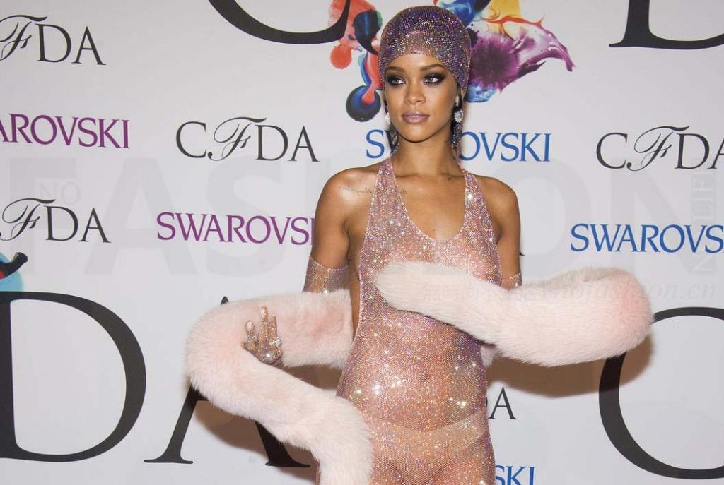 运动服及彩妆品后 Rihanna蕾哈娜瞄准内衣市场 合作商TechStyle欲大干一场冲击上市