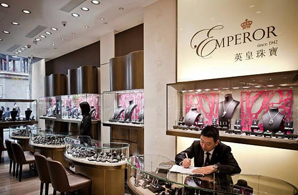 内地狂关店18间 英皇钟表珠宝去年扭亏为盈 净赚1.6亿港元