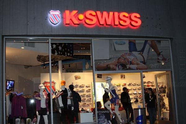 特步2.6亿美元收购没落体育品牌K-Swiss 盖世威母公司