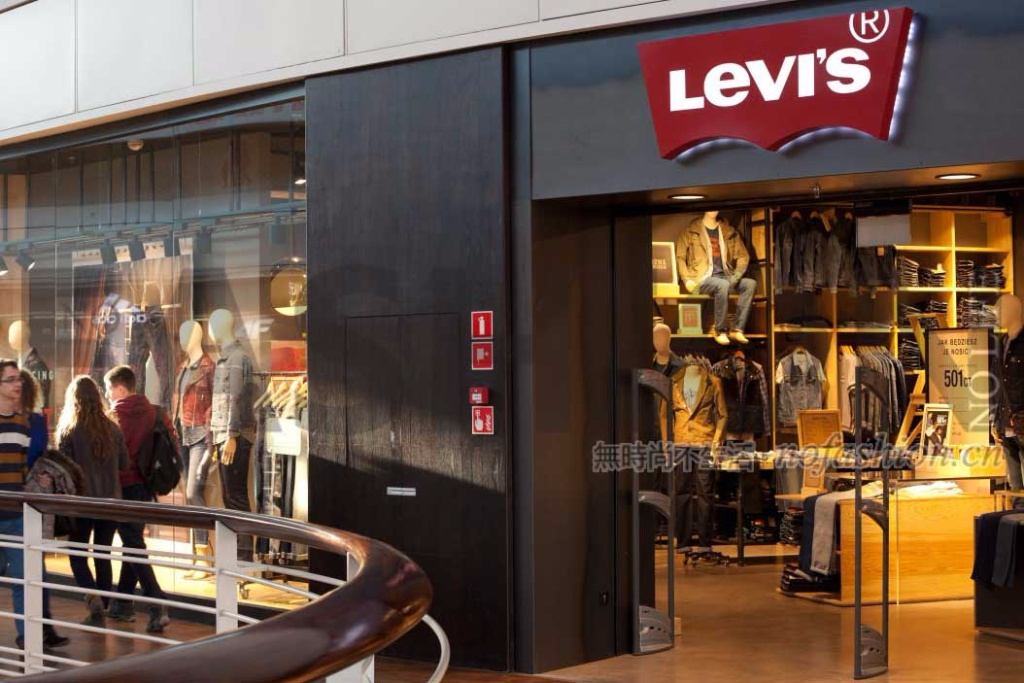 Levi Strauss二季度销售增长提速 上调全年收入目标
