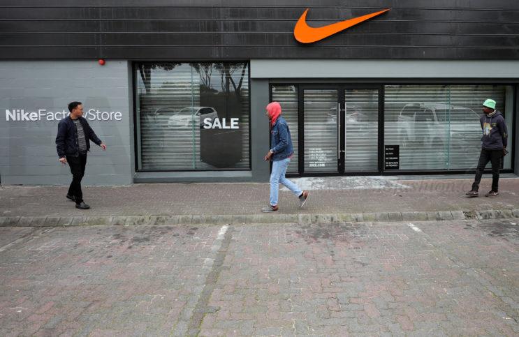 接连卷入种族问题 H&M前车之鉴Nike耐克关闭所有南非门店