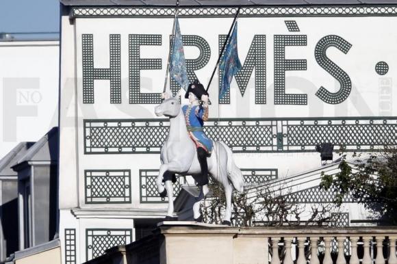 Hermès爱马仕股票纳入法国CAC 40指数 大行看淡前景下调评级 股价下挫6%