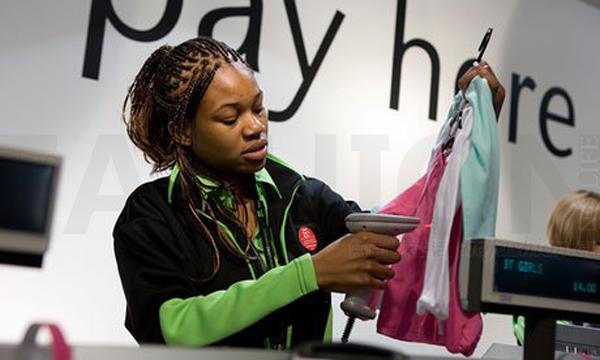 英国零售业最低工资上涨12% 但工人们日子可能更不好过了