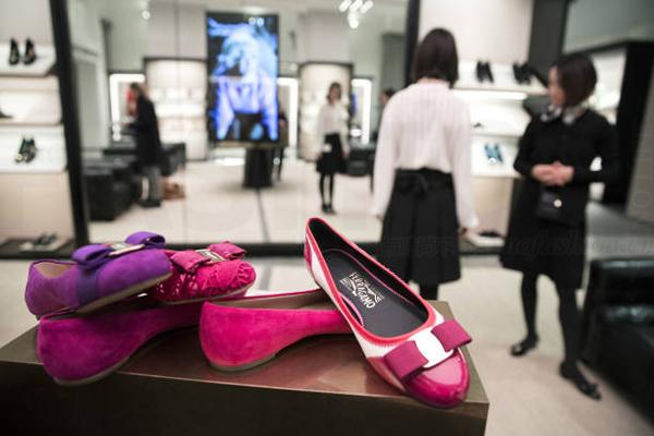 鞋不好卖 Salvatore Ferragamo菲拉格慕2017年利润重挫逾四成 重申公司不会出售