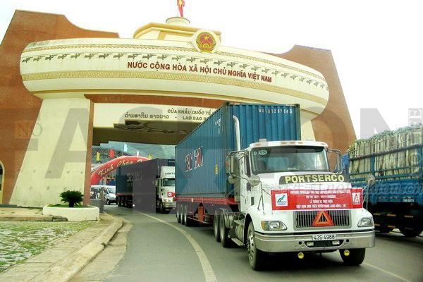 CK和维密供应商互太纺织越南厂房暂时停产 入口的大道被村民堵住
