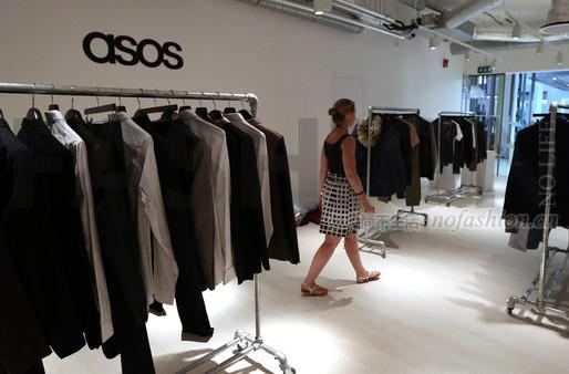 ASOS假日季收入猛增36% 上调全年销售预期 增加资本支出促增长