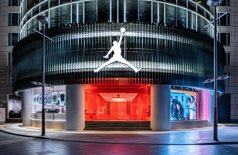 Nike耐克集团意外录得季度亏损 将加速数字转型并启动裁员 中国业务已恢复增长