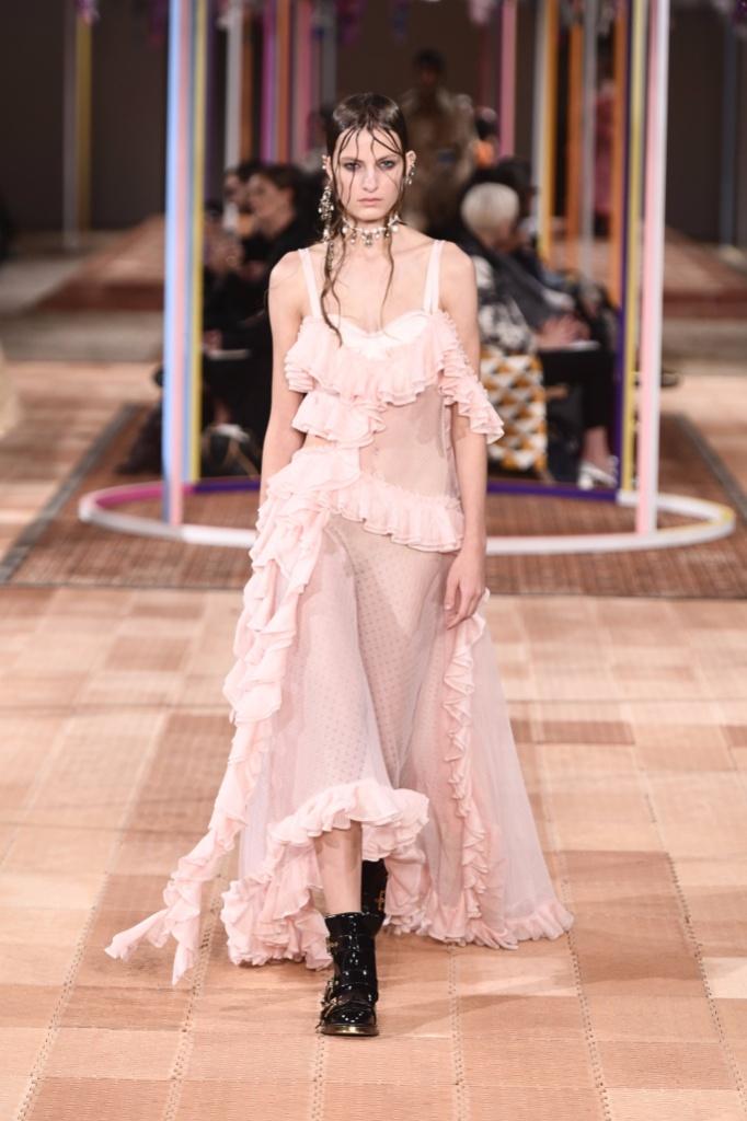 Alexander McQueen Spring 2018春夏巴黎时装周发布