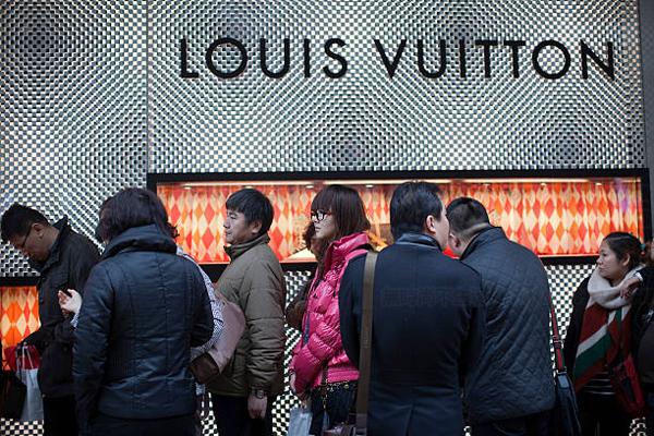 香港1月零售业销售爆棚 内地客情绪狂热