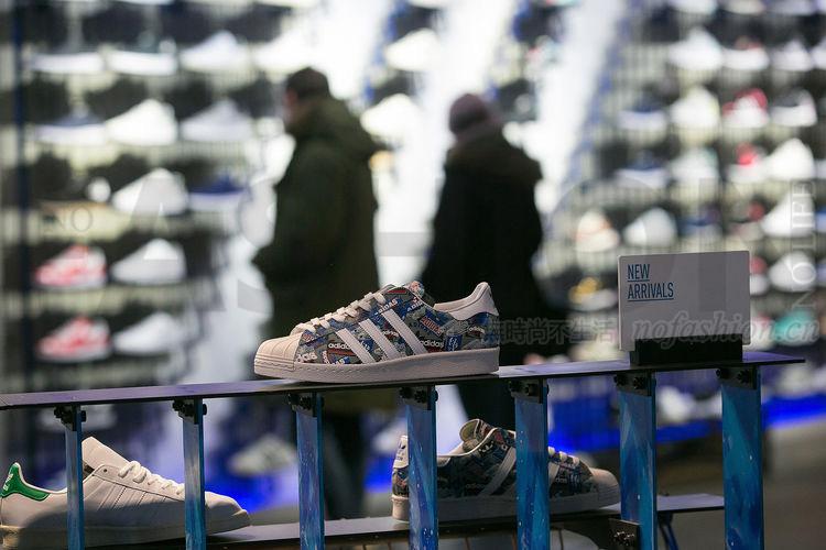 Adidas阿迪达斯增长持续放缓 警告亚洲服装产能短缺将重创美国销售 股价急插6%
