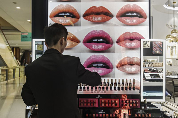 化妆品强服装弱 中国7月时尚消费维持同一趋势