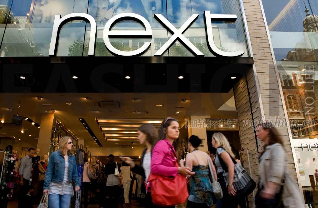 英国热浪助Next一季度在线销售飙升 上调全年盈利预期