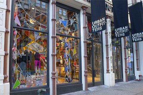 Urban Outfitters料本季同店销售暴跌六成 警告疫苗面世前实体客流难恢复