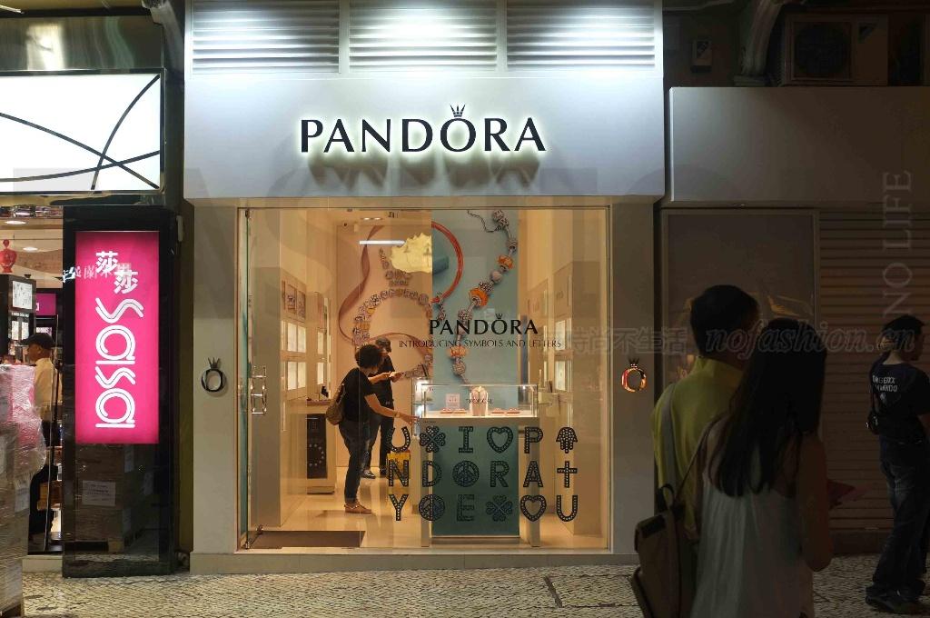 跌落神坛 中国同店销售陷入倒退 Pandora潘多拉首季增长急剧放缓 扬言打击代购 股价重挫16%
