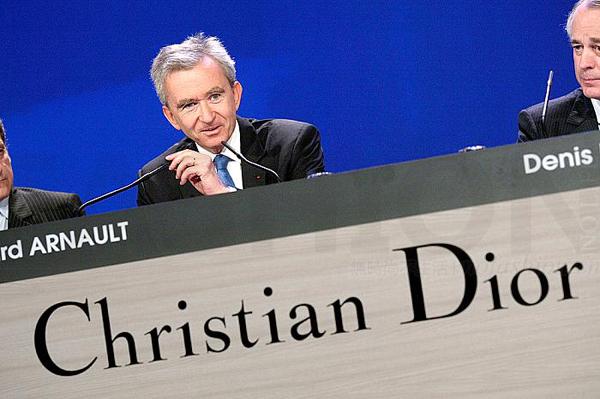 收购Dior LVMH老板Bernard Arnault 伯纳德·阿尔诺重新提供三份混合报价