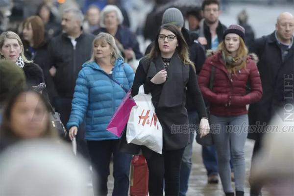 英国零售业创5年来最大单月跌幅 公投脱欧负面效应逐渐显现 英镑下跌价格上涨 高街品牌哀嚎一片