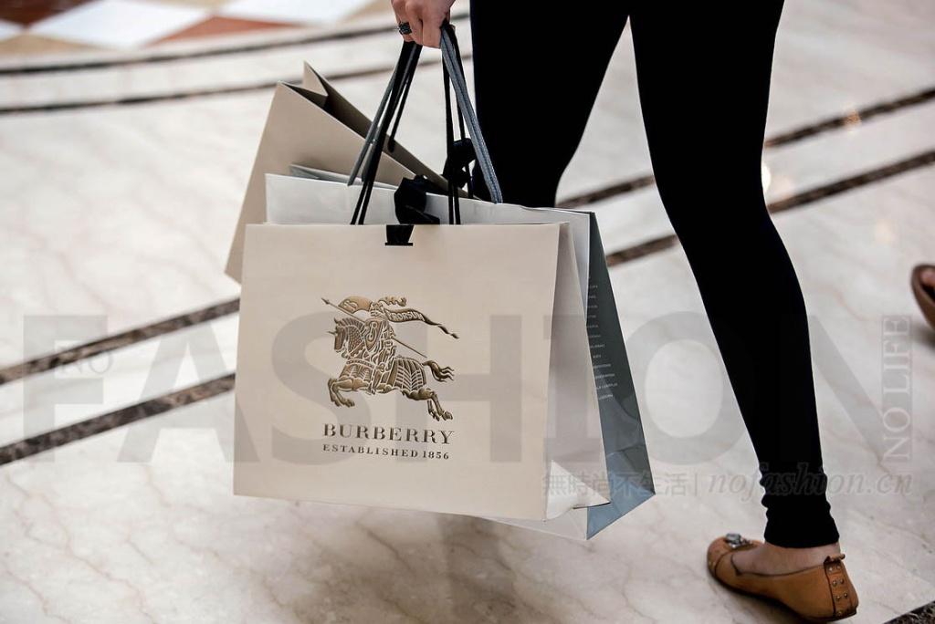 中国游客购物跟着低价走 Burberry博柏利假日季英国失势 增长逊预期