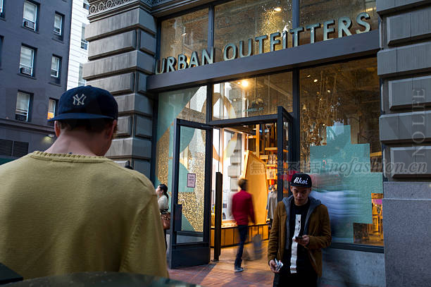 Urban Outfitters一季度同店销售猛增10%