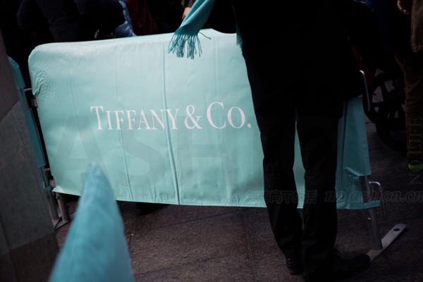 新店、提价、低价产品刺激Tiffany 蒂芙尼四季度超预期 美国市场仍水深火热