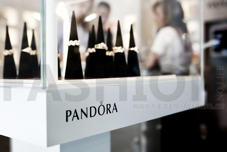 美国挑战不断中国持续放缓 Pandora潘多拉下调全年收入预期 股价创一年新低