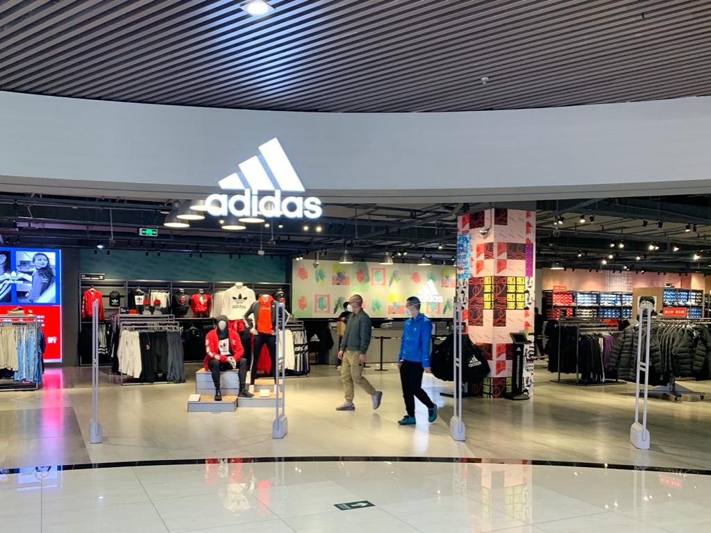 Adidas阿迪达斯集团:中国市场反弹胜预期 美国门店再次停业 员工周末举行抗议