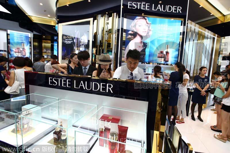 中国及旅游零售刺激Estée Lauder雅诗兰黛一季度强劲增长 全年展望获上调 股价创新高 流量网红推广策略引部分消费者反感